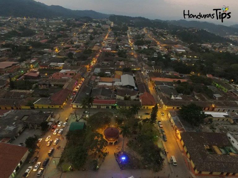 Antes que llegue la noche, Santa Rosa de Copán nos regala un hermoso atardecer.