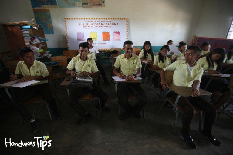 En el Centro de Educación Básica Vicente Cáceres, día tras día los niños y jóvenes buscan aprender su dialecto natal.