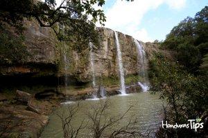 >Un paseo por la cascada La Estanzuela y la Cueva del Gigante en Marcala, La Paz