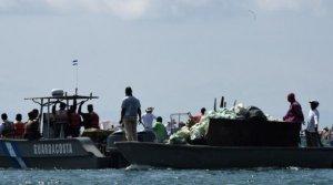 Nueva máquina lucha contra 'isla de basura' en el Caribe hondureño