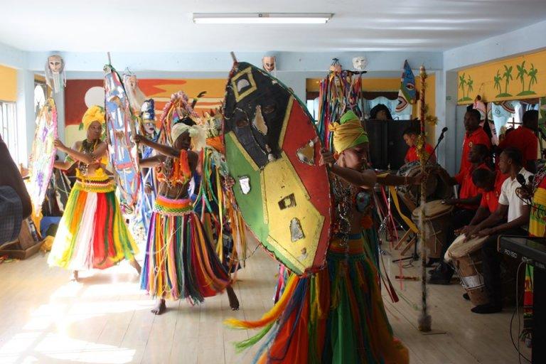 Sus instrumentos, trajes y danzas son muy reconocidas en el extranjero.