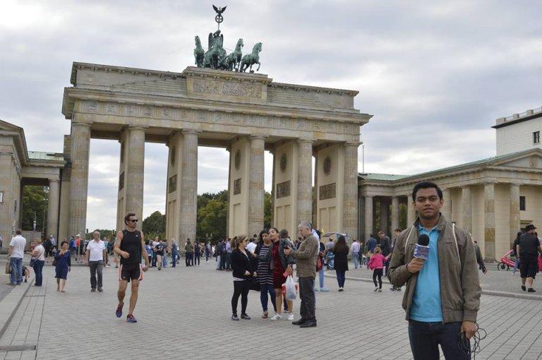 También realizó coberturas desde Berlín, Alemania.