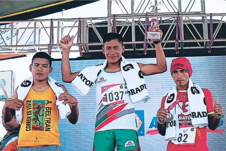 Gualberto Mendéz feliz al ganar una competencia nacional.