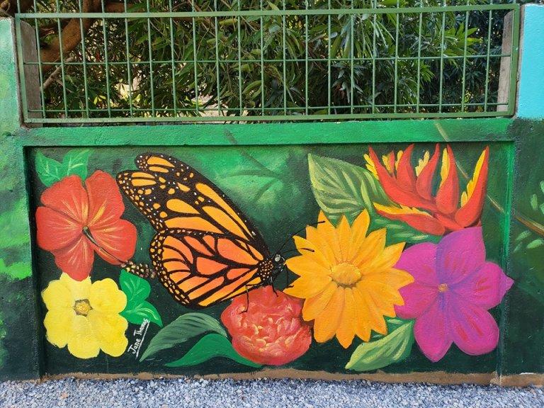 La mariposa sobre una flor es una obra inigualable.