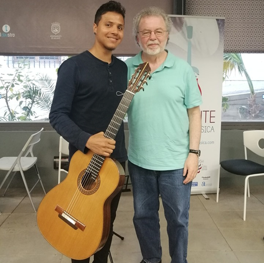 Luis Godoy junto a Pepe Romero, uno de sus mentores como guitarrista.