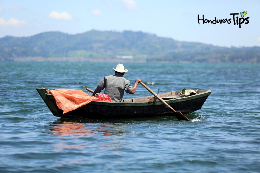 lago de yojoa lancha
