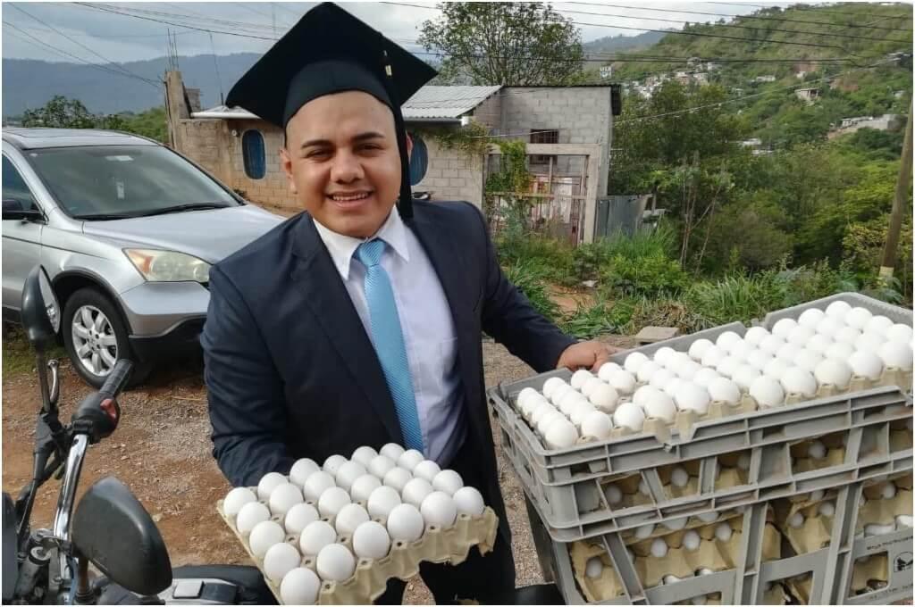 Erling Fonseca un hondureños que pagó su carrera universitaria vendiendo  huevos